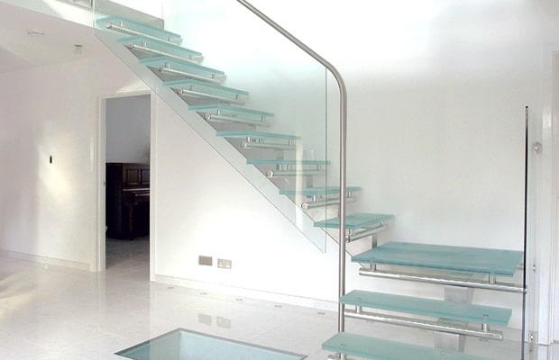 Moderne zwarte trap