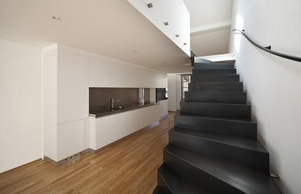 Stalen trappen inspiratie info prijs advies - Gang decoratie met trap ...
