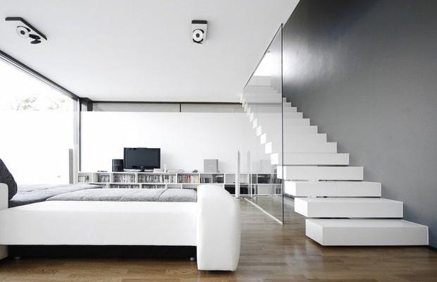 Zwevende trap met glas