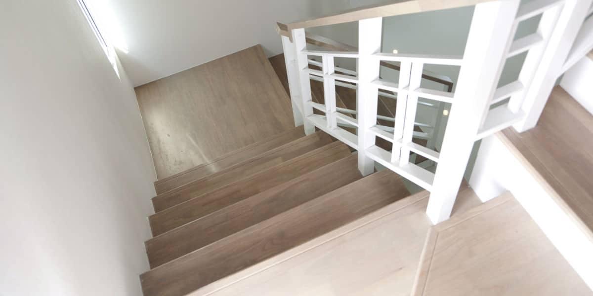 Houten trappen prijs advies belangrijke eigenschappen - Moderne trap kwartslag ...