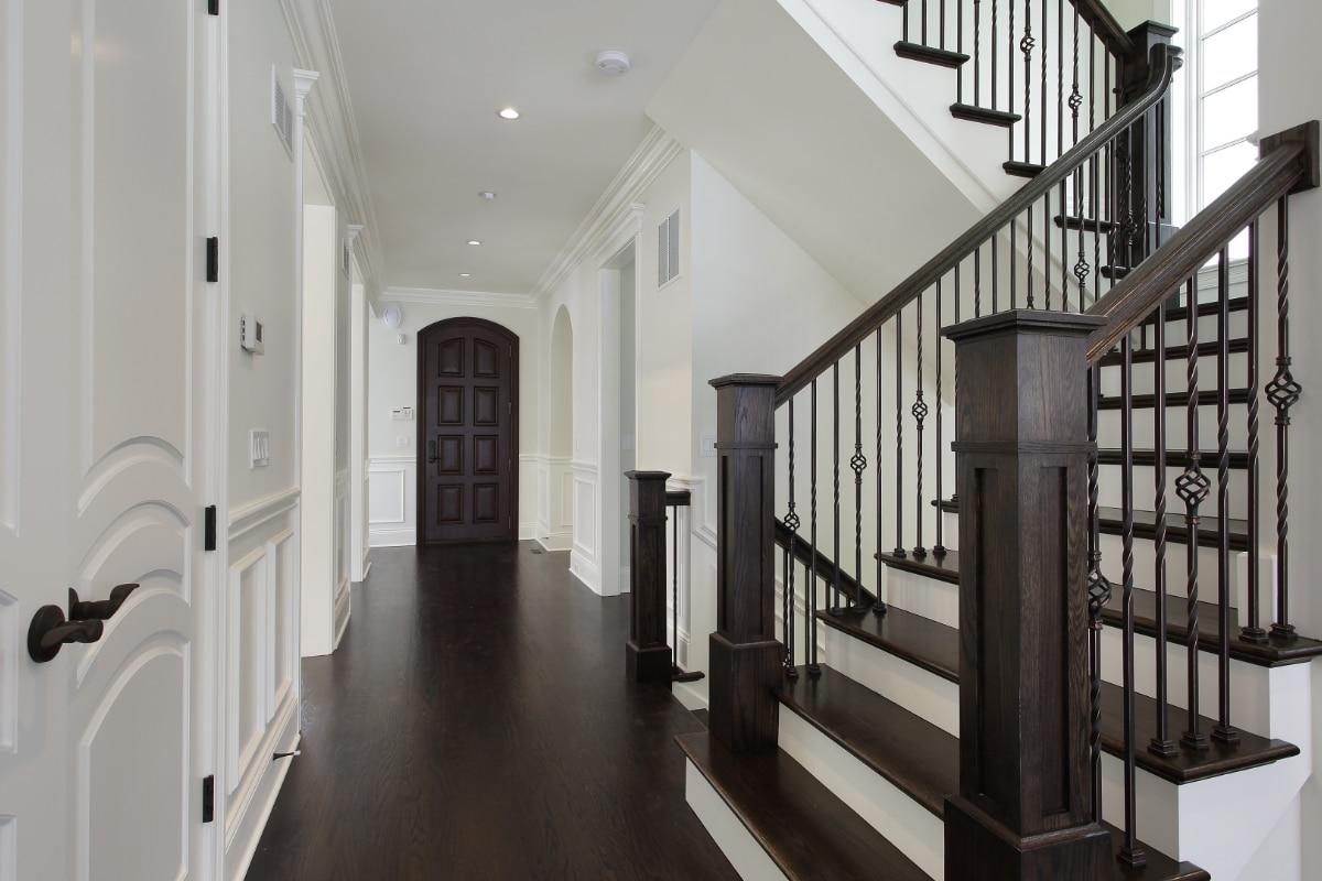landelijke trappen in zwart wit