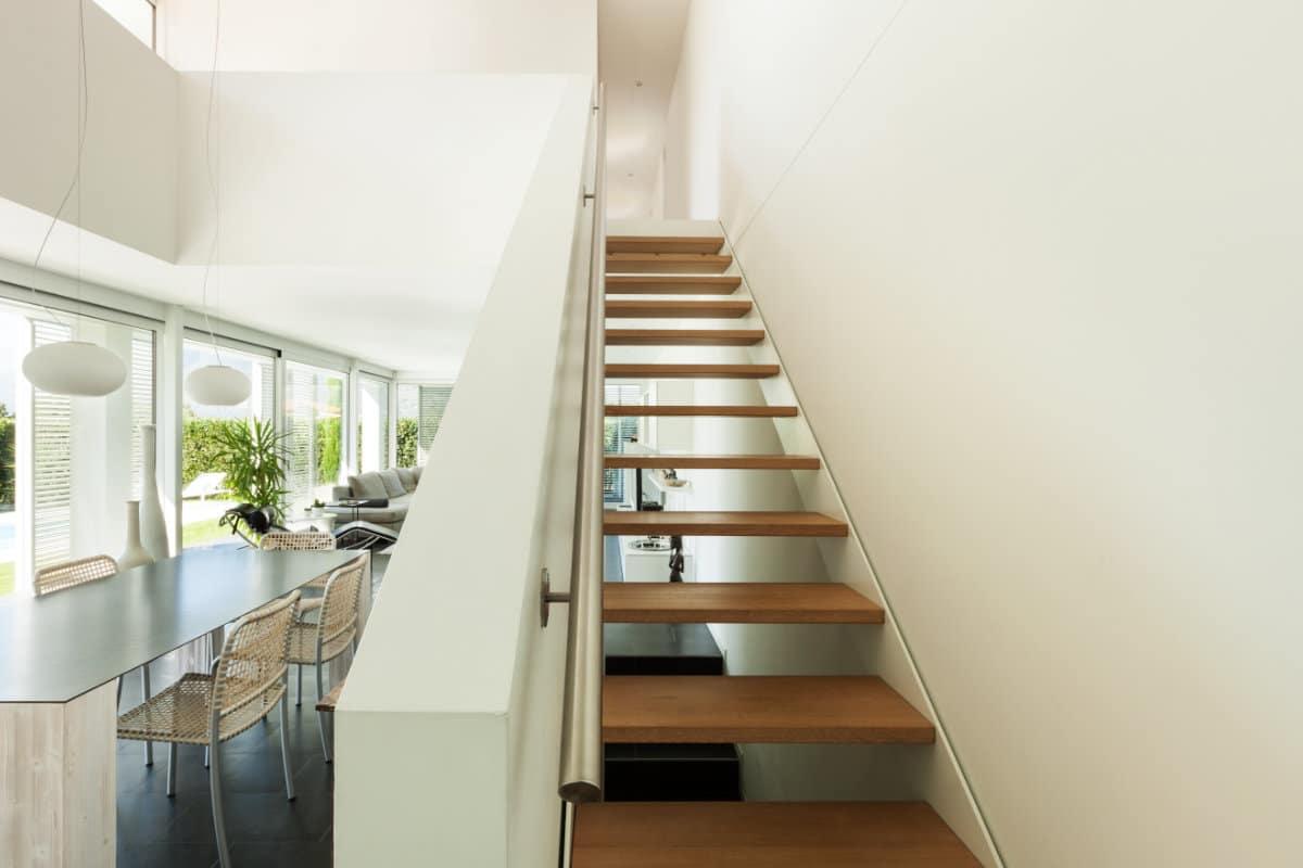 Open trap plaatsen voor en nadelen prijs inspiratie for Plaatsen trap