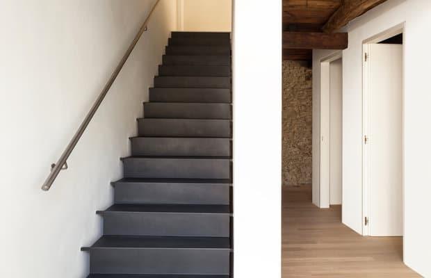 Traprenovatie prijs advies mogelijkheden realisaties - Geschilderde houten trap ...