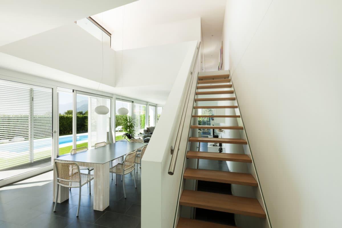 zwevende trap twee muren